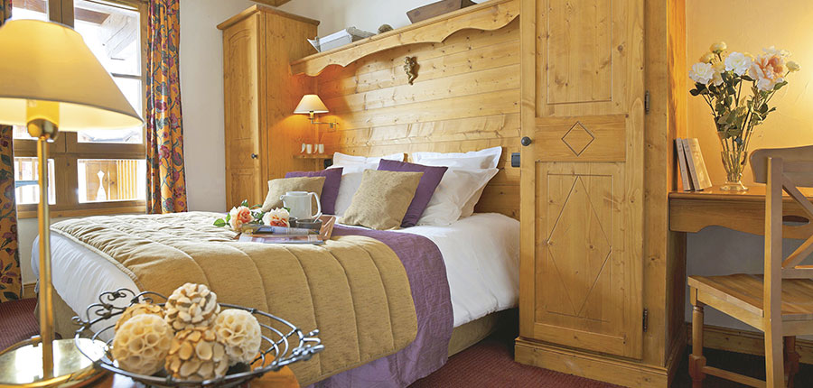France_Les-Arcs_Le-Village-Apartments_Bedroom1.jpg